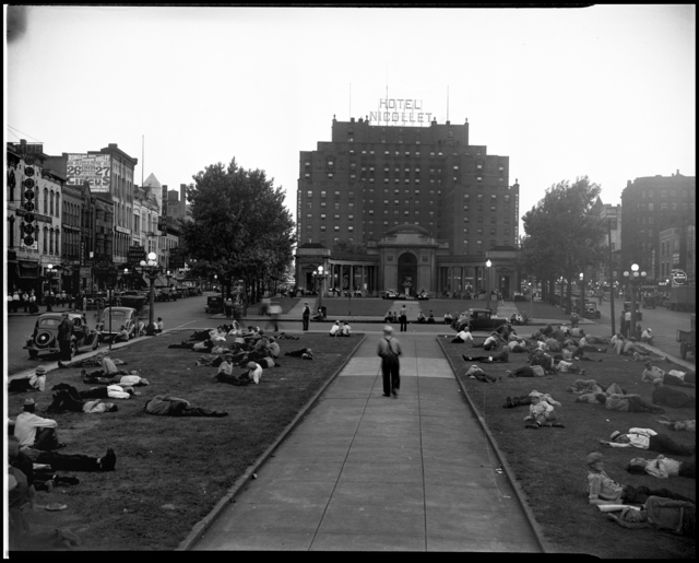 unemployed-men-gathered-in-gateway-park-minneapolis-star-journal-MHS-1937.jpeg